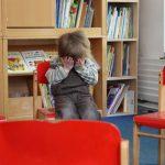Mutismus in der Presse zeigt ein trauriges mutistisches Kind